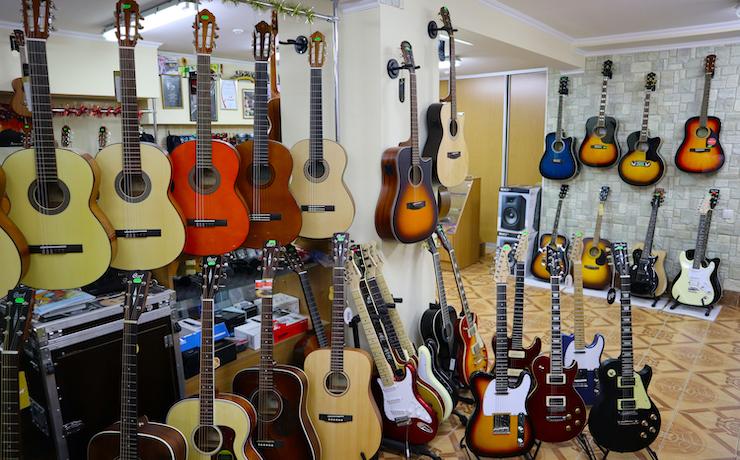 Как купить первую гитару